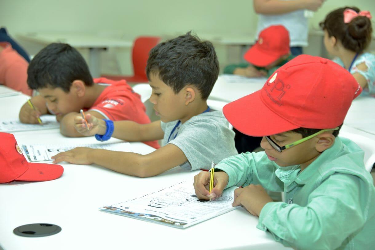 جامعة دبي تستقطب طلبة مدارس من أنحاء العالم.