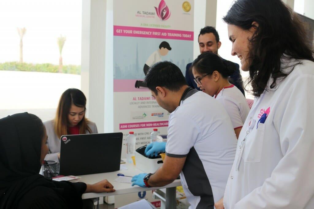 بينت نتائج الفحوصات الطبية التي تم اجراؤها في اليوم الصحي الذي نظمته جامعة دبي مؤخرا أن 94 % من  الطلبة وأعضاء الهيئتين التدريسية والادارية الذين شاركوا في اليوم الصحي يتمتعون بصحة جيدة وان معدلات السكري ل 6% منهم جاءت فوق المعدل الطبيعي بقليل.