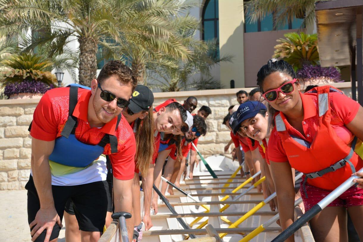 فاز معهد كونفوشيوس في جامعة دبي بالمركز الأول في مسابقة قوارب التنين التي أقيمت في فندق شانغريلا في أبوظبي، حيث حصل الفريق على المركز الأول في المباراة التمهيدية والثاني في النهائيات.