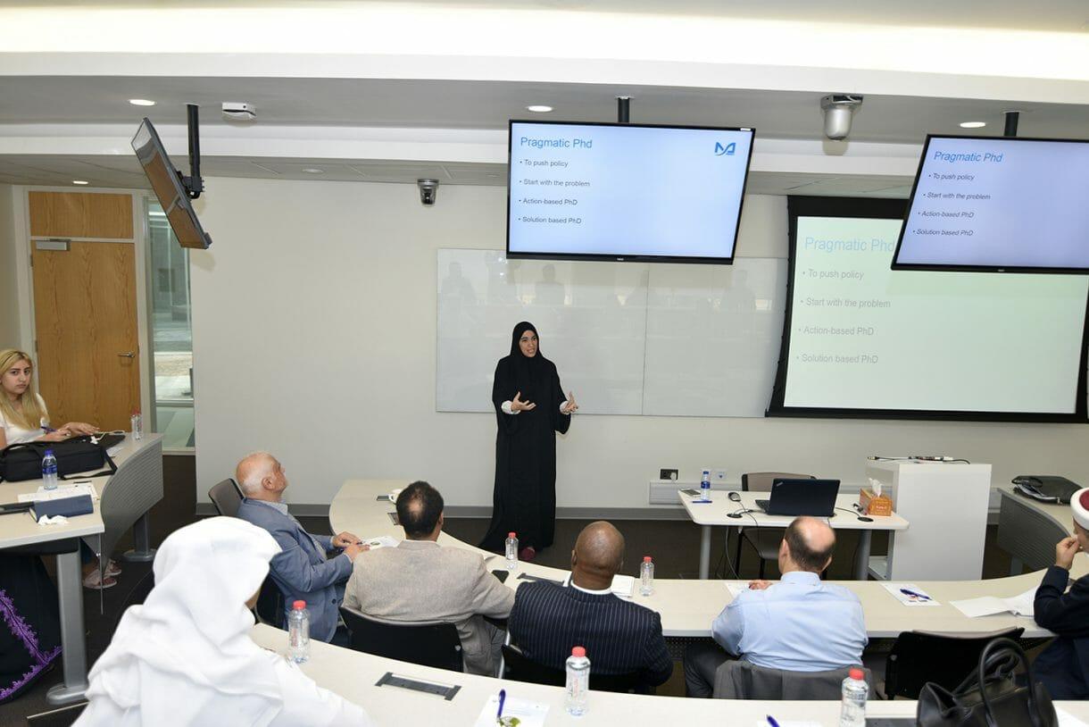 استضافت جامعة دبي الدكتورة ريم القرق، أستاذة في جامعة محمد بن راشد للطب والعلوم الصحية، في ندوة خاصة حول دور الدراسات العليا لا سيما الدكتوراه منها في إنشاء وتطوير مراكز البحوث في دولة الإمارات.