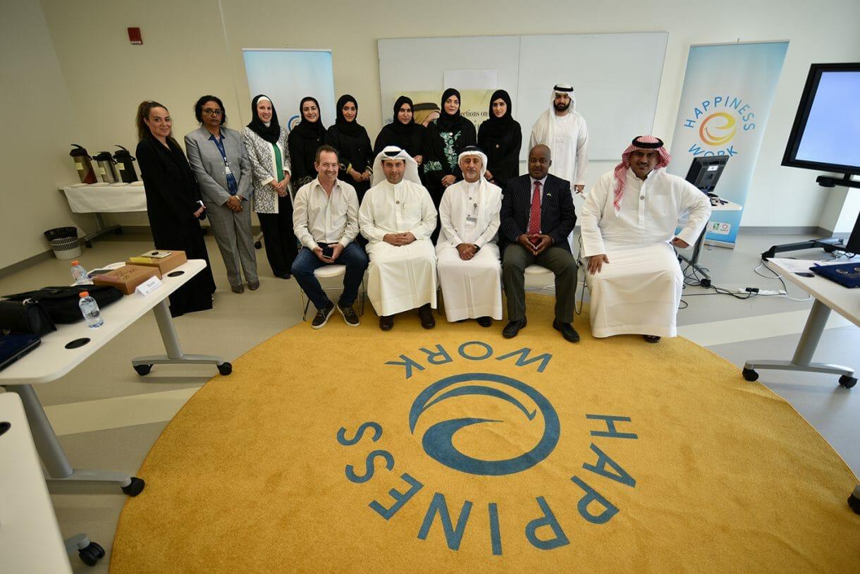احتفل مركز التطوير التنفيذي في جامعة دبي بتخريج الدفعة الأولى من طلبة الدبلوم المهني للسعادة والإيجابية في أماكن العمل وإطلاق أول برنامج لخريجي السعادة والإيجابية في الجامعة.